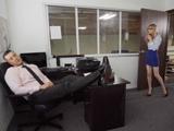 Pero bueno, el jefe se ha quedado dormido en su despacho