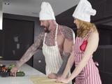 La clase de cocina acaba con una fuerte follada XXX, brutal !!