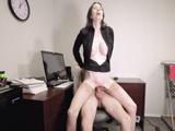 A la secretaria MILF le vuelve loca el rabazo del jefe