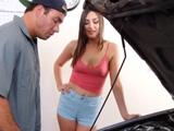 Llevo en coche al mecánico, a ver lo que me cuesta la avería