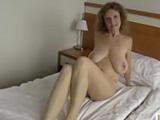 El video porno casero de una atractiva mujer divorciada ... !!