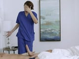La enfermera no se cree la gran polla que tiene su paciente