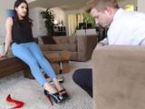 Le pone muy cachonda que me ponga zapatos con tacón ...