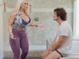 Vamos hijo, desnúdate y métete en la ducha, a que esperas?