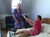 Venga abuela, no sea tonta, deje que su nieto la eche un polvo