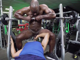 Me lío en el gimnasio con mi entrenador, menuda polla tiene