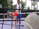 Rubia, mejor dejamos el tenis y nos ponemos a follar, no?