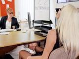 Tremendo, la comen el coño durante la entrevista de trabajo