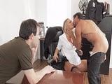 Que fuerte! Le pilla a su mujer mientras folla con el jefe..