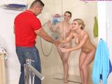 Mi novia quiere que me meta en la ducha con ella y la hermana - XXX