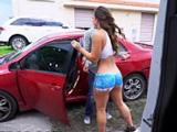 No sé cómo mi hija puede ir con esos pantalones por la calle